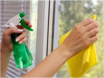 Для очистки окон применяют специальные средства