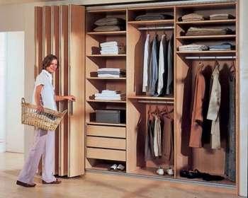 Двери гармошка в гардеробе