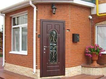 Металлические двери в частном доме