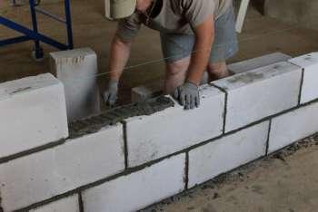 Монтаж перегородки из блоков